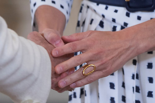 Queen Letizia wears Karen Hallam gold-plated sterling silver signature ring