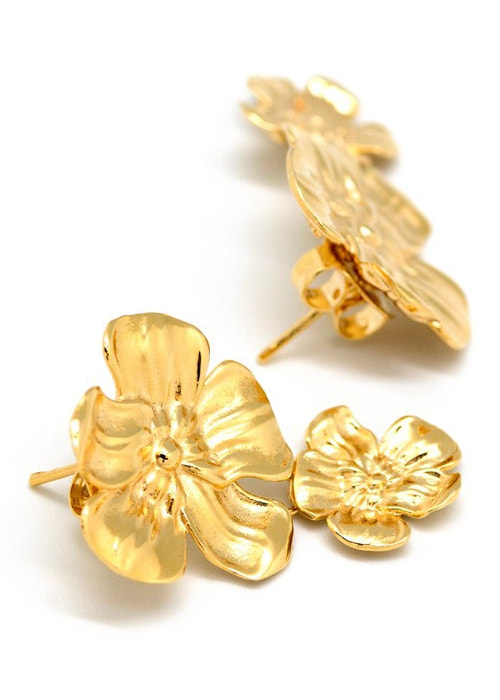 Helena Nicolau 'Almond' Flower' gold earrings