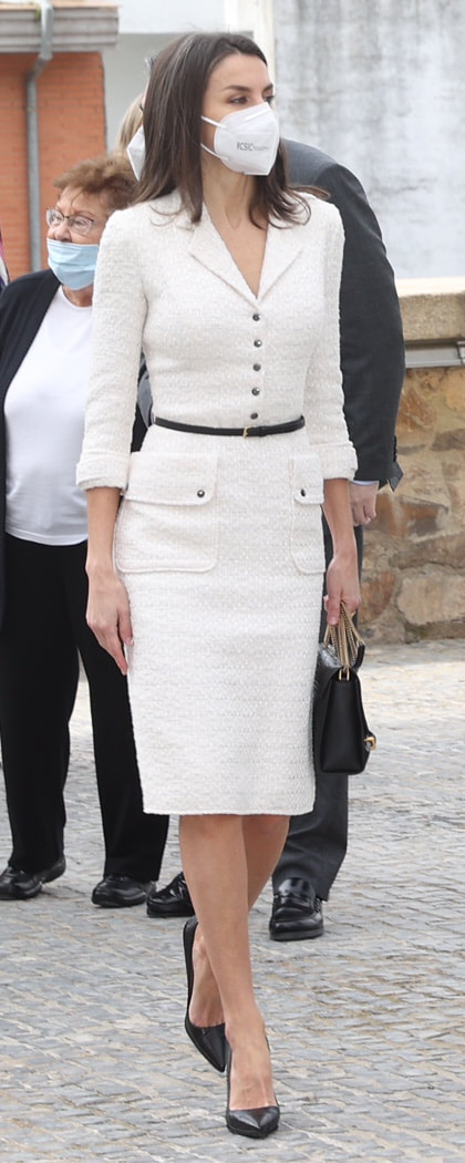Queen Letizia visits Helga de Alvear Contemporary Art Museum on 25 February 2021