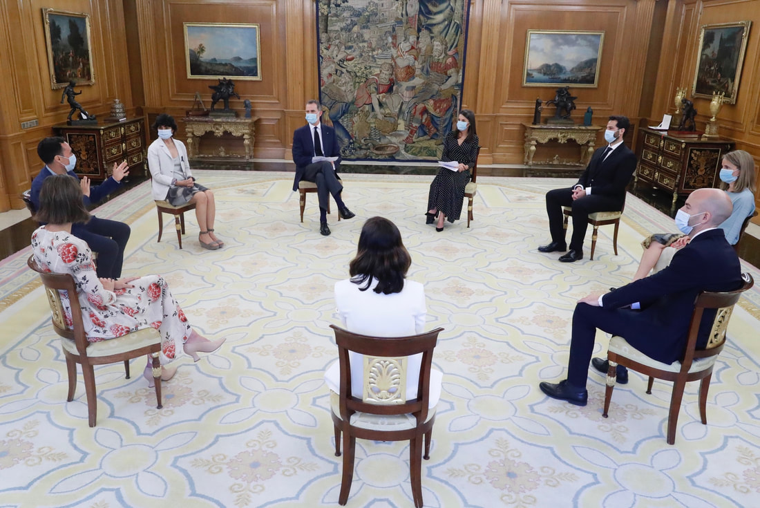 King Felipe VI and Queen Letizia met with seven 'founders of start-ups' related to the South Summit initiative.