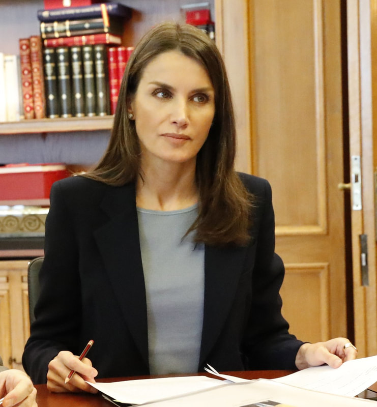 King Felipe VI and Queen Letizia later held a video conference with the president and head of the cabinet of the Autoridad Portuaria de Valencia APV (Valencia Port Authority).