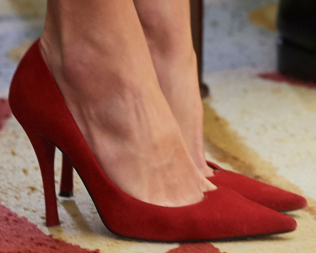 Magrit Liza pumps in custom red suede