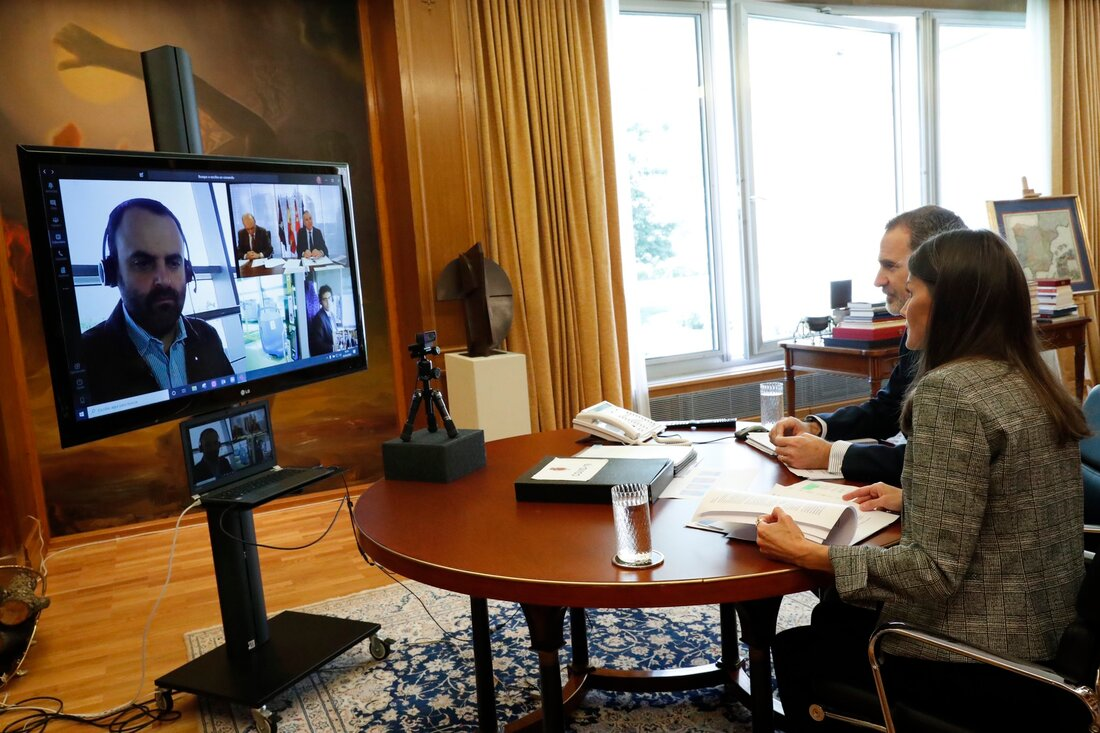 King Felipe and Queen Letizia held a video conference with Managers of the Empresa Municipal de Transportes de Madrid EMT (Municipal Transport Company of Madrid).
