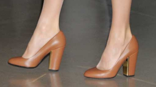 Uterque camel leather block heels