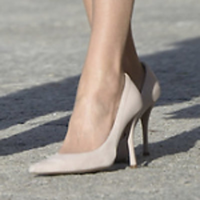 Magrit Ivonne pale dusty pink leather and suede trim pumps