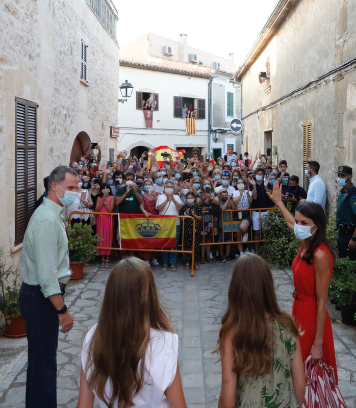 Spanish royal family greet crowds in Petra Mallorca on 10 August 2020